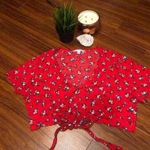 ✨2/$30✨RED FLORAL BUTTON AND TIE UP CROP TOP✨